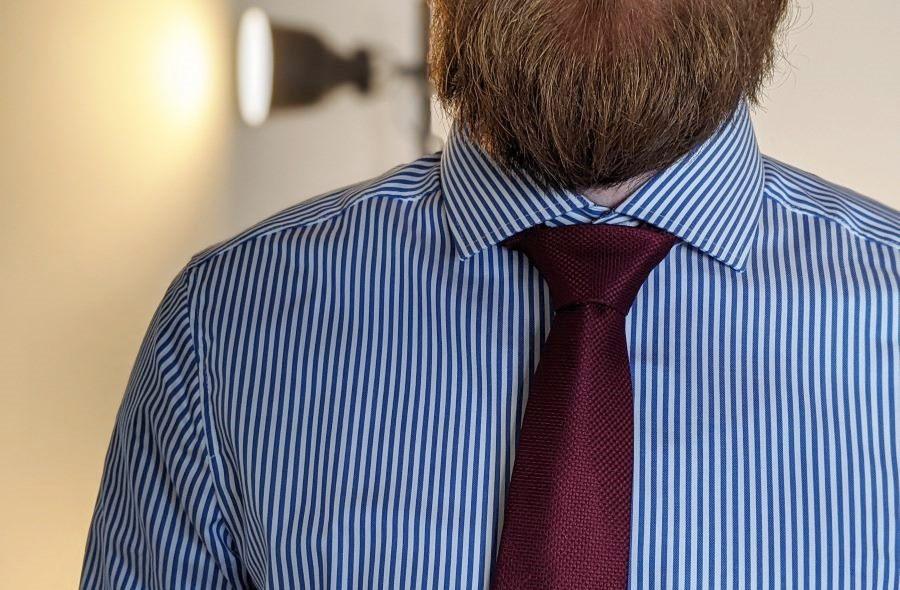New-Kentkragen mit Krawatte
