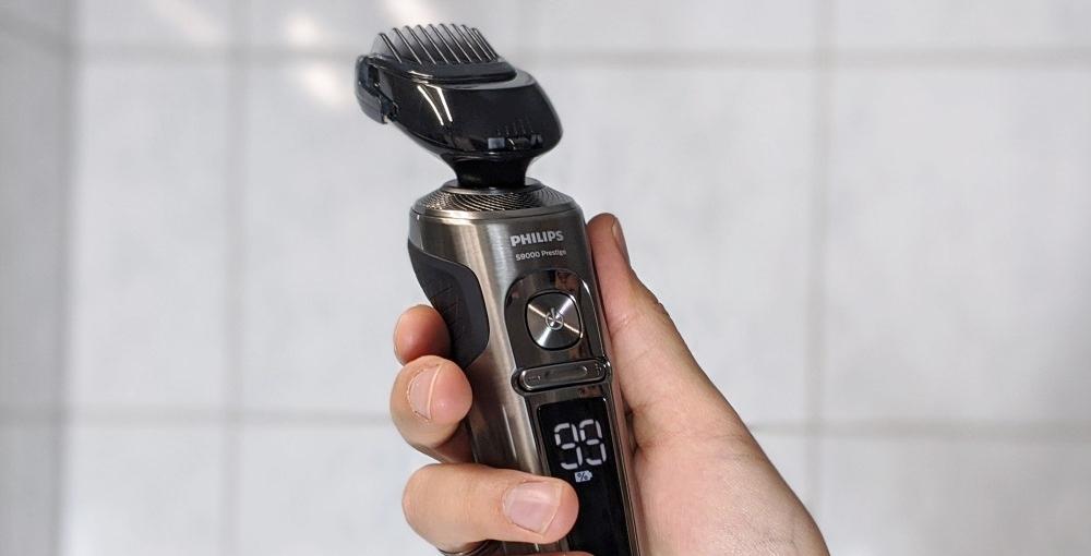 Elektrorasierer mit Barttrimmer-Aufsatz