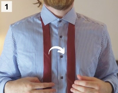Einfacher Windsorknoten binden - Schritt 1