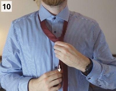 Prince-Albert-Krawattenknoten binden - Schritt 10