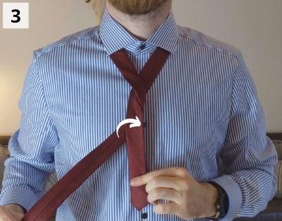 Prince-Albert-Krawattenknoten binden - Schritt 3