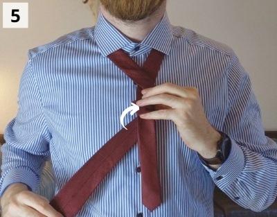 Prince-Albert-Krawattenknoten binden - Schritt 5