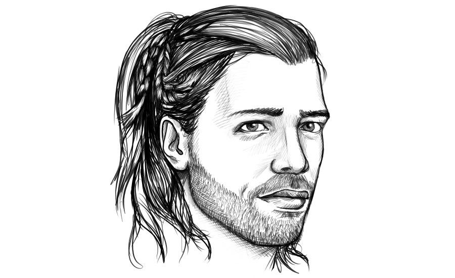 Mann mit geflochtenen langen Haaren
